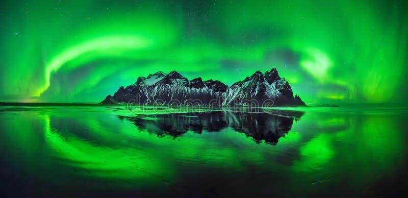 Aurora de Stokksnes imagens de stock