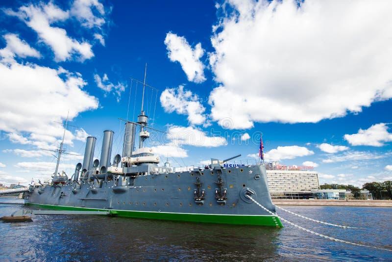 Aurora del crucero en Neva River fotografía de archivo libre de regalías