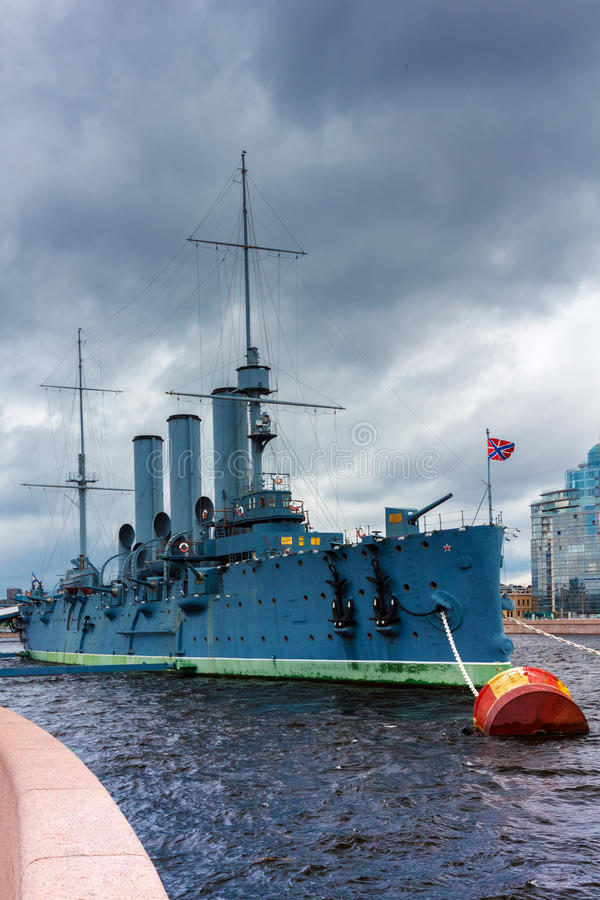 Aurora do cruzador do russo, amarrada em St Petersburg imagens de stock