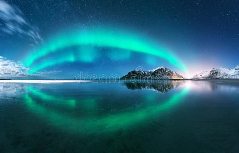 aurora Noordelijke lichten in Lofoten-eilanden, Noorwegen stock foto