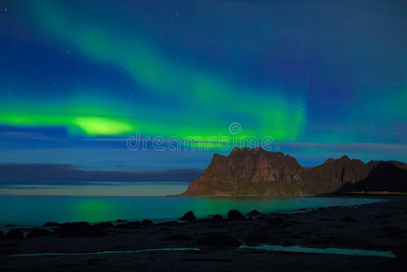 Aurora sobre el mar imágenes de archivo libres de regalías