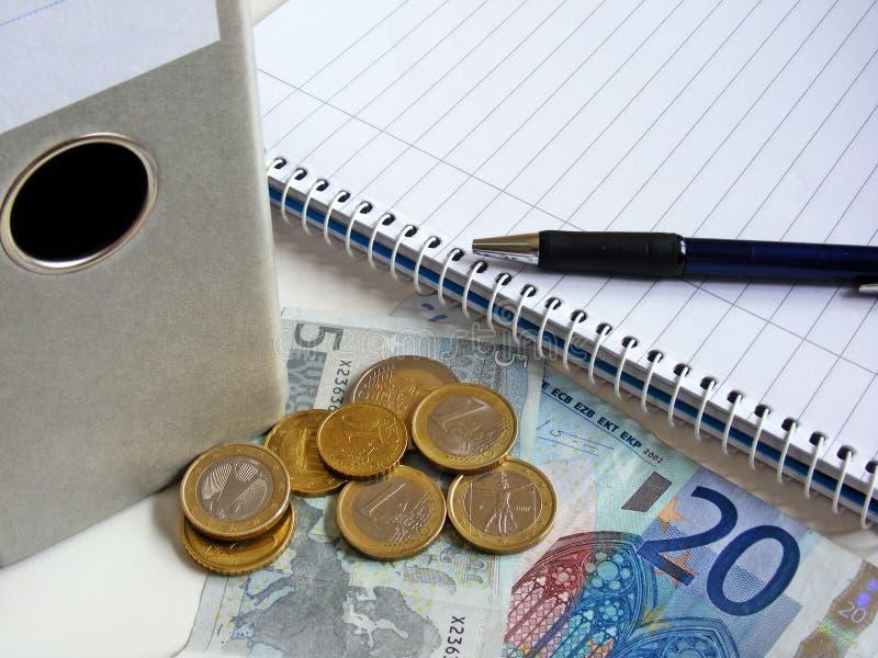 Ausarbeiten der Finanzen lizenzfreie stockfotos