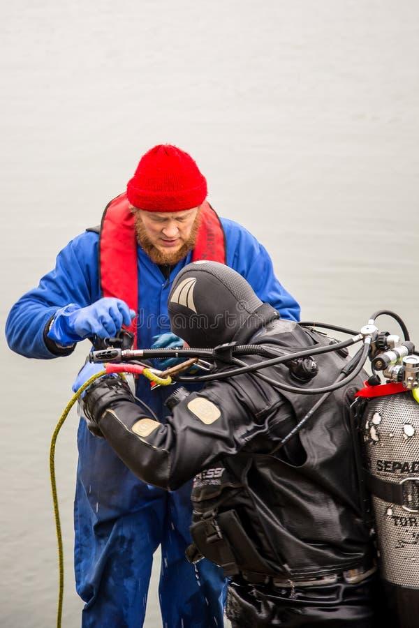 Ausbaggern des Meeresgrundes stockfotos