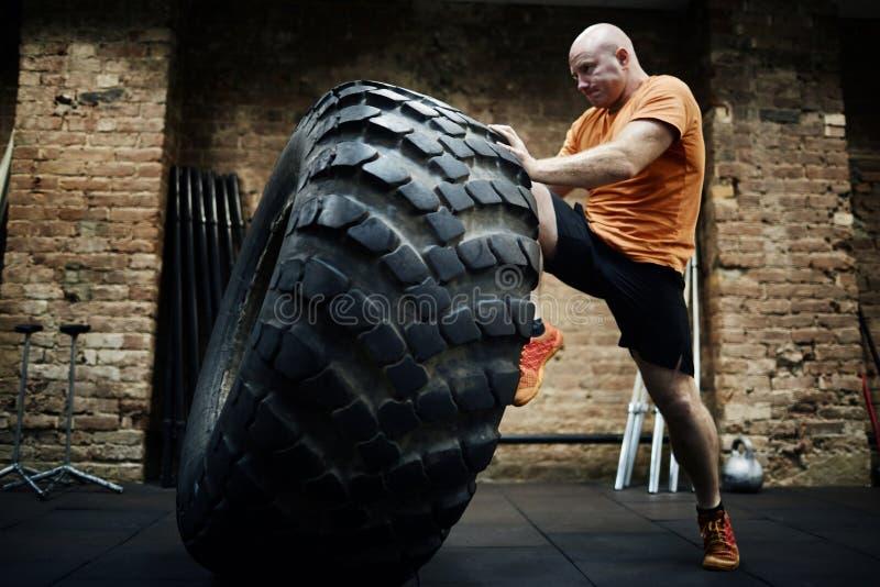 Ausbildung mit schwerem Reifen lizenzfreies stockbild