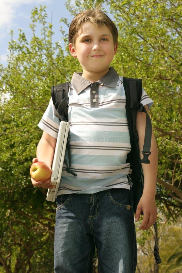 Ausbildung - weg zur Schule stockbilder