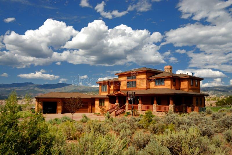 Ausbreitendes Haus in Kolorado stockbild