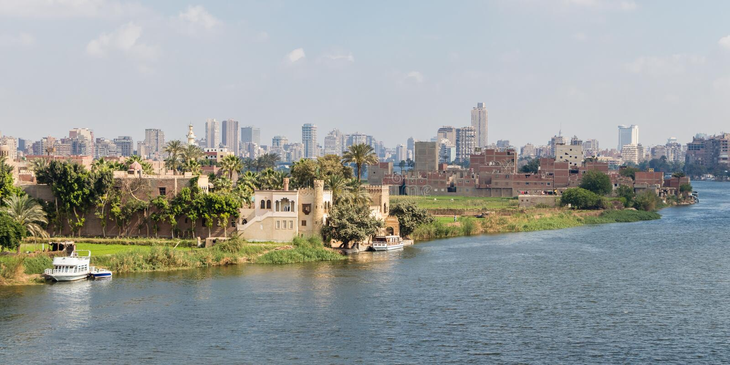 Ausbreitendes Kapital Kairos Ägyptens auf dem Nil lizenzfreie stockfotografie