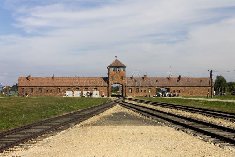 Auschwitz II - Entrada principal del campo de la exterminación de Birkenau fotografía de archivo libre de regalías