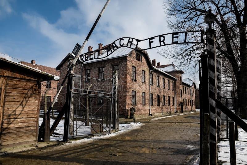 Auschwitz, Oswiecim, Polska/- 02 15 2018: Hasłowa brama Auschwitz Muzealny Koncentracyjny obóz zdjęcie stock