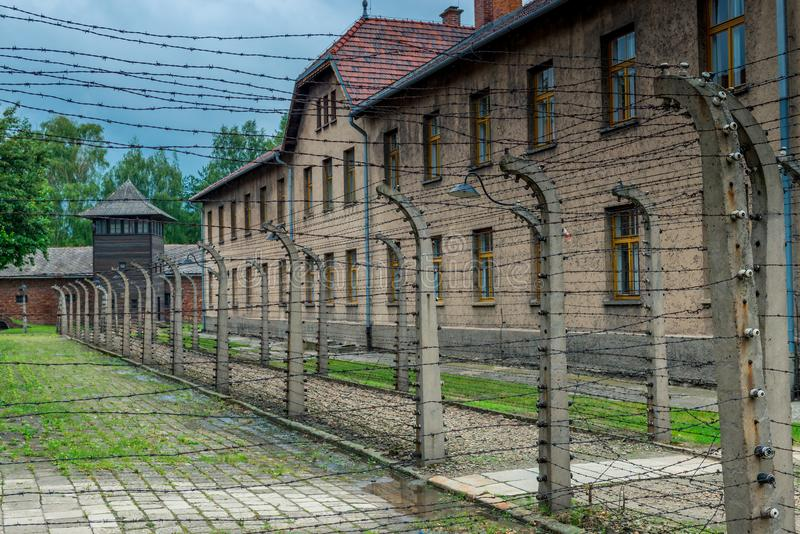Auschwitz, Polen - Augustus 12, 2017: De nok van de Auschwitzconcentratie stock fotografie