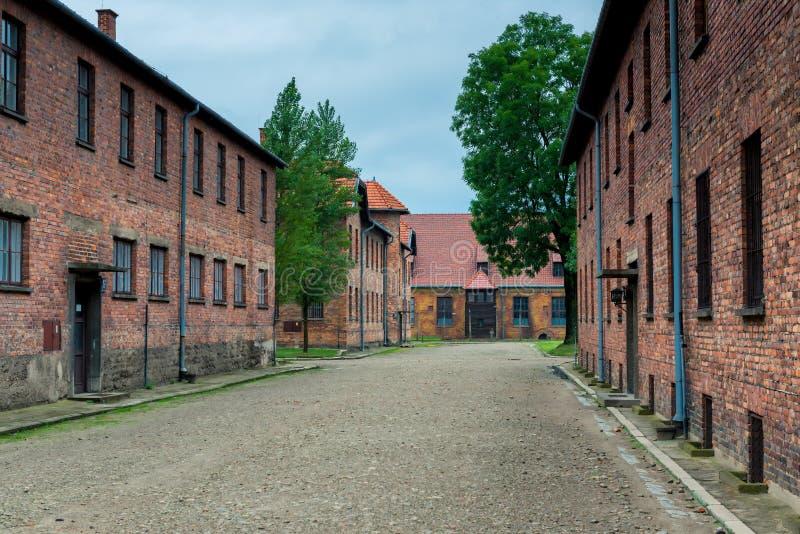 Auschwitz, Polen - Augustus 12, 2017: het grondgebied van Auschwitz-concentratiekamp, baksteenbarakken stock foto's