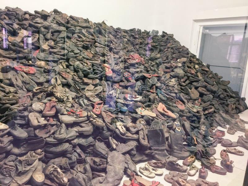 Auschwitz/Polen - 08 07 2017: Concentratiekamp auschwitz-Birkenau in Oswiecim, Polen De schoenen van Joden Gedood in de Duitser b stock foto