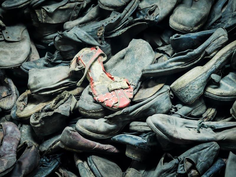AUSCHWITZ, POLOGNE - 2 SEPTEMBRE 2017 Chaussures des prisonniers d'Auschwitz au camp de concentration, Auschwitz, Pologne images libres de droits