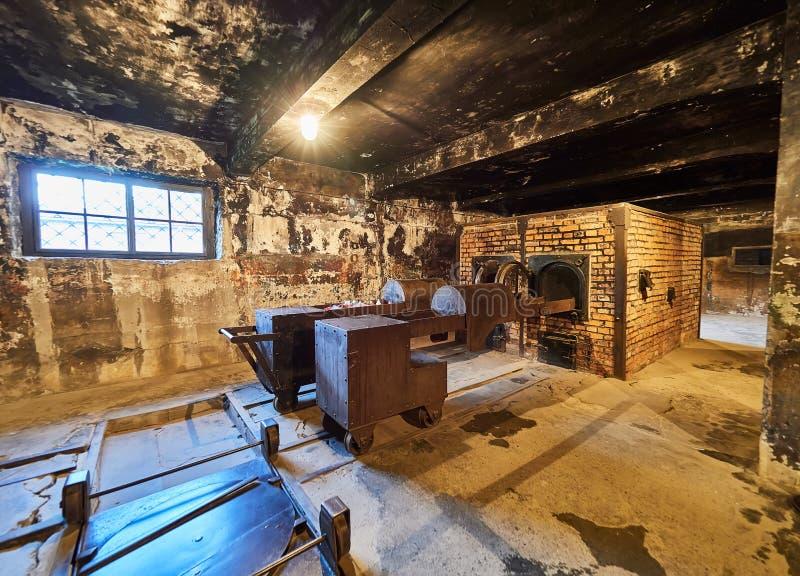 AUSCHWITZ, POLOGNE - 2 SEPTEMBRE 2017 Le brûloir de brique à l'intérieur d'un bâtiment de camp de concentration d'Auschwitz, Ausc photographie stock libre de droits