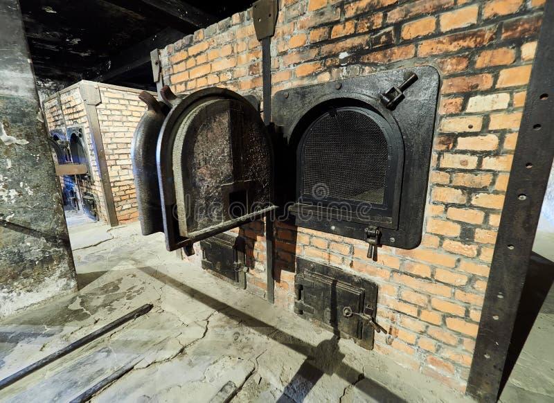 AUSCHWITZ, POLOGNE - 2 SEPTEMBRE 2017 Le brûloir de brique à l'intérieur d'un bâtiment de camp de concentration d'Auschwitz, Ausc photos libres de droits