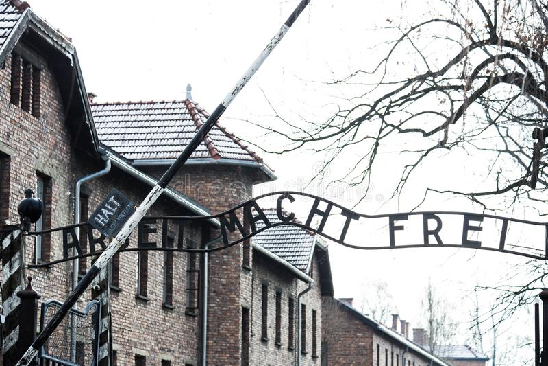 Auschwitz, Polonia puerta de la entrada de Arbeit Macht Frei del campo de concentración de Auschwitz del 12 de marzo de 2019 imágenes de archivo libres de regalías