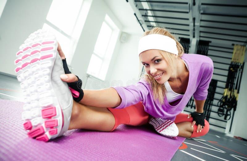 Ausdehnen der Muskeln stockfotos