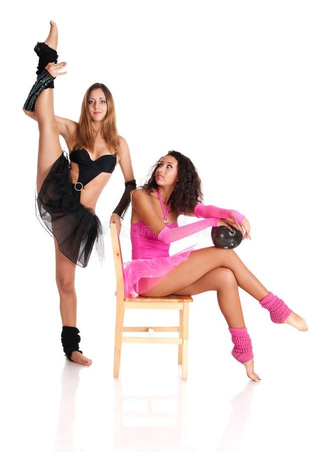 Ausdehnen mit zwei Mädchenballetttänzern stockfotografie