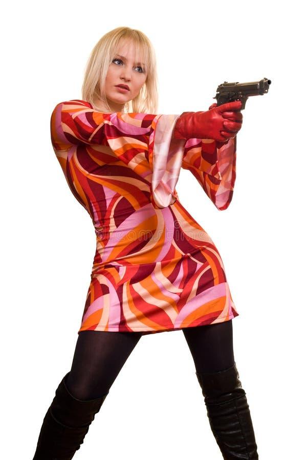 Ausdrucksvolle Blondine und Gewehr stockbilder