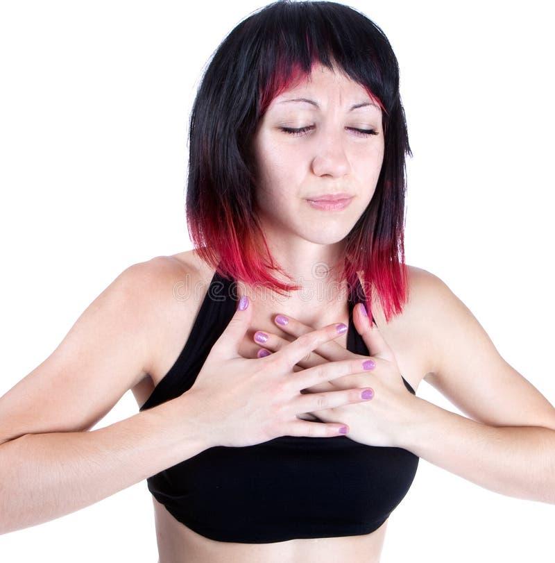 Ausdrucksvolles Portrait der Frau, die Schmerz in der Brust hat lizenzfreies stockfoto