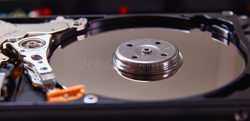 Auseinandergebautes Festplattenlaufwerk vom Computer Teil PC, Laptop stockfoto