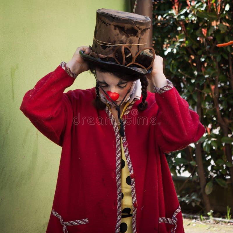 Ausführender, der zur Show bei Milan Clown Festival 2014 fertig wird stockfotos