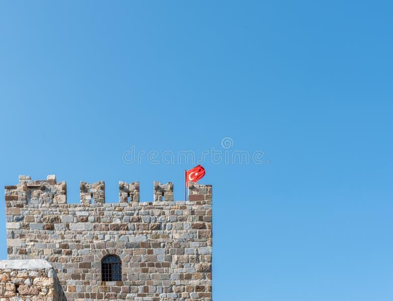 Ausführliche Ansicht des Steinturms im Schloss von St Peter oder von Bodrum-Schloss, die Türkei lizenzfreie stockfotografie