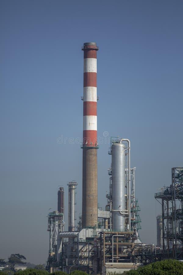 Ausführliche Teilansicht, Industriegelände der Erdölraffinerie lizenzfreies stockfoto