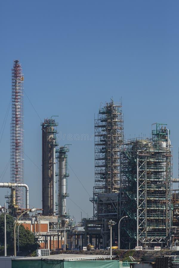 Ausführliche Teilansicht, Industriegelände der Erdölraffinerie lizenzfreie stockfotografie