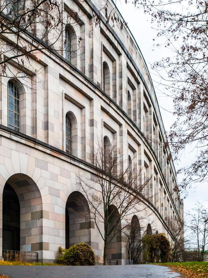Ausf?hrliche Ansicht von Nazi Congres Hall spornte durch Colosseum, N?rnberg, Deutschland an lizenzfreie stockfotos