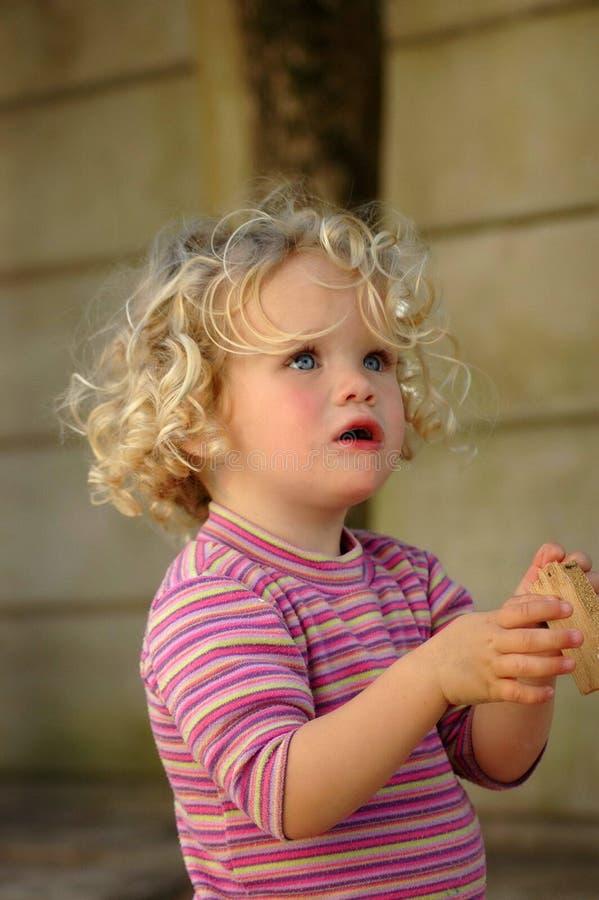 Ausfragen des kleinen Mädchens