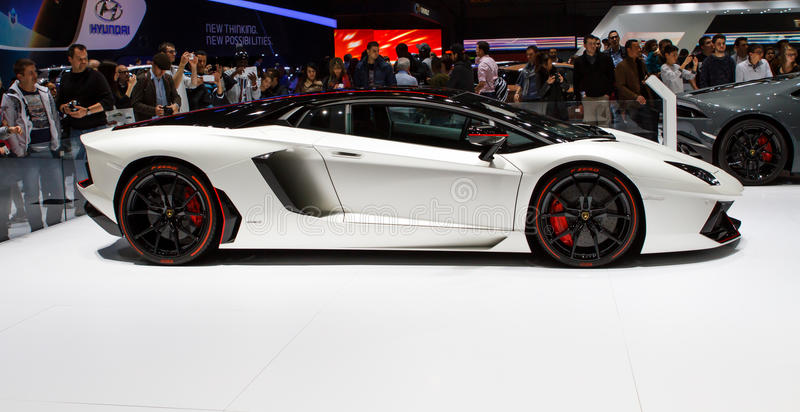Ausgaben-Genf-Autoausstellung 2015 Lamborghinis Aventador LP700-4 Pirelli lizenzfreies stockbild