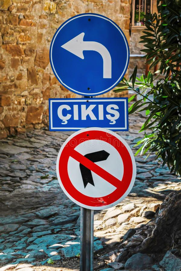 Ausgang, Cikis, Ã-‡ ıkış auf Türkisch lizenzfreie stockbilder