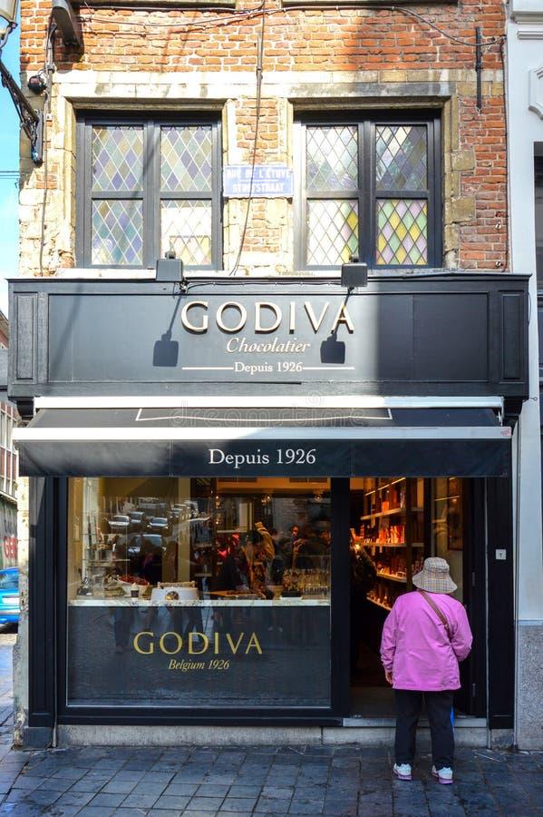 Ausgang von Godiva, ein Hersteller von belgischen Schokoladen, Trüffeln und Feriengeschenke, an Manneken Pis -Niederlassung in Br stockbilder