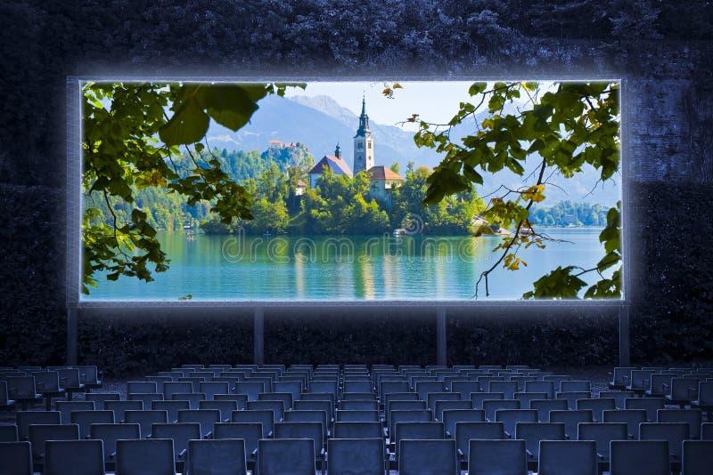Ausgebluteter See, der berühmteste See in Slowenien mit der Insel der Kirche Europa - Slowenien - Panoramablick - Kino im Freien stockbilder