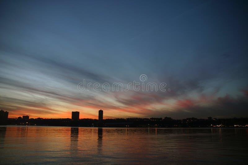 Ausgedehnte Skyline lizenzfreies stockbild