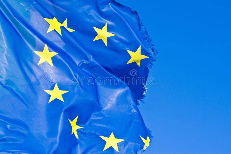 Ausgefranste europäische Flagge - Konzeptbild mit Kopienraum stockfoto