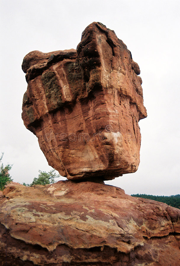 Ausgeglichener Felsen stockfoto