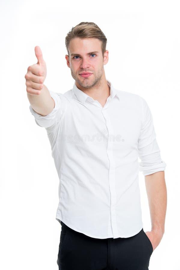 Ausgezeichnete Qualität Kerl zeigt sich Daumen Bemannen Sie das ruhige Gesicht, das sicher bereites aufwirft, weißem Hintergrund  stockbilder