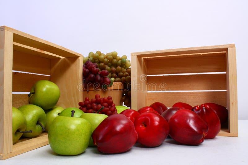 Ausgezeichnete reife Apfeltrauben und -birne stockbild