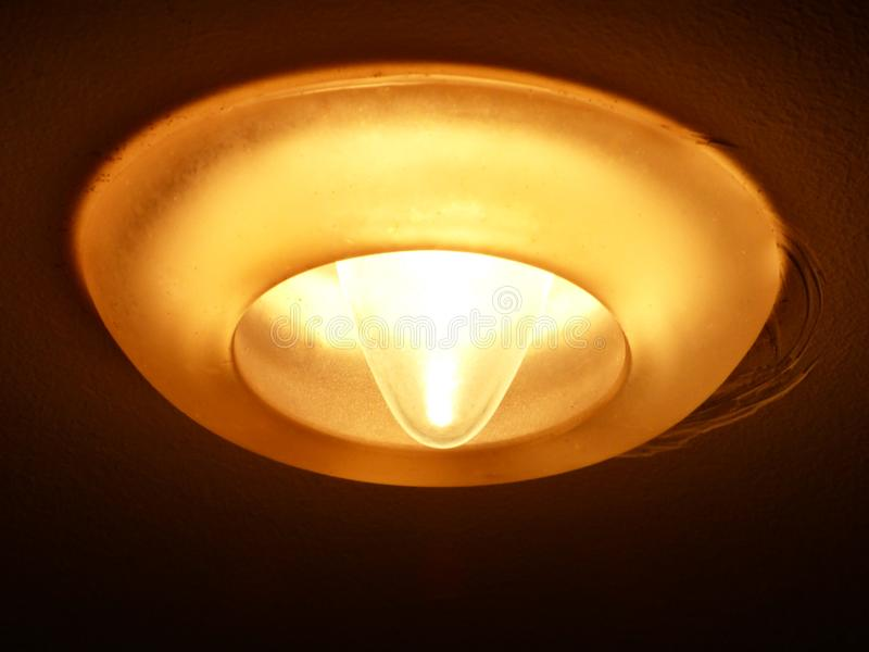 Ausgezeichnetes Design einer mysteriösen gelben Lampe stockbilder