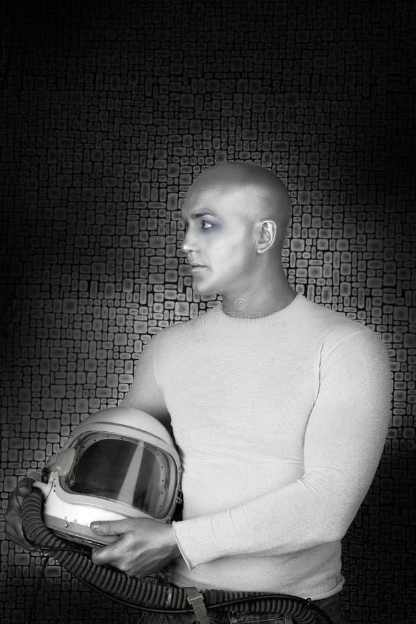 Ausländisches zukünftiges silbernes Astronautensturzhelm-Mannprofil stockfotos