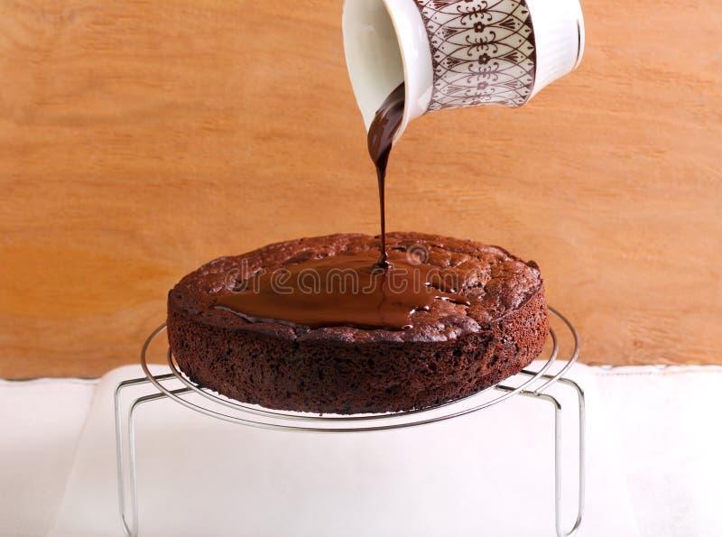 Auslaufende Schokoladenzuckerglasur stockbilder