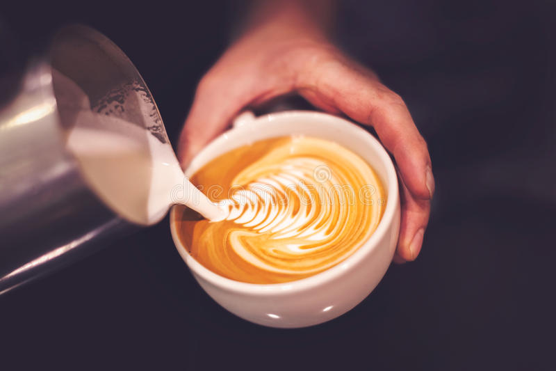 Auslaufender Kaffee lizenzfreie stockfotografie
