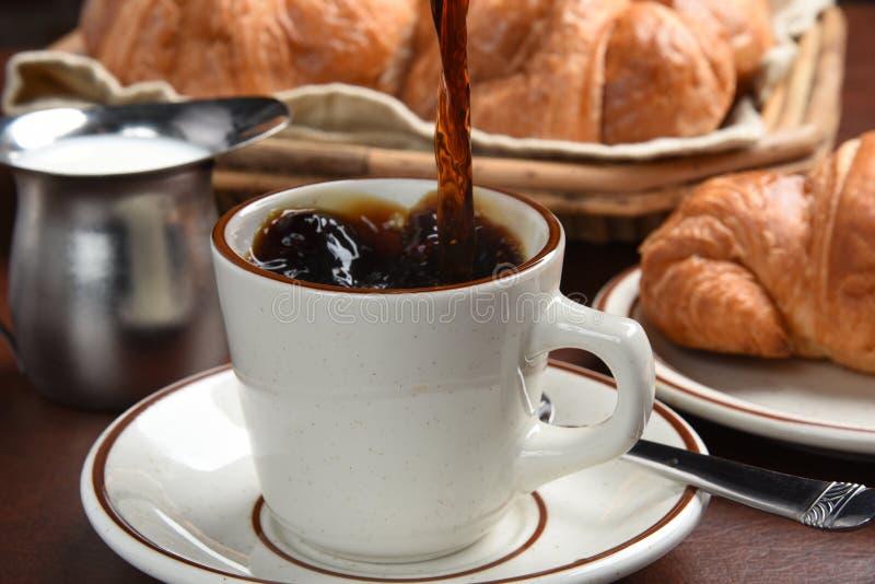 Auslaufender Kaffee stockfoto