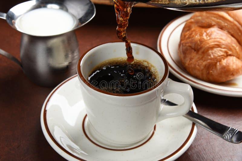Auslaufender Kaffee lizenzfreie stockfotos