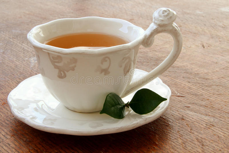 Auslaufender Tee stockfoto