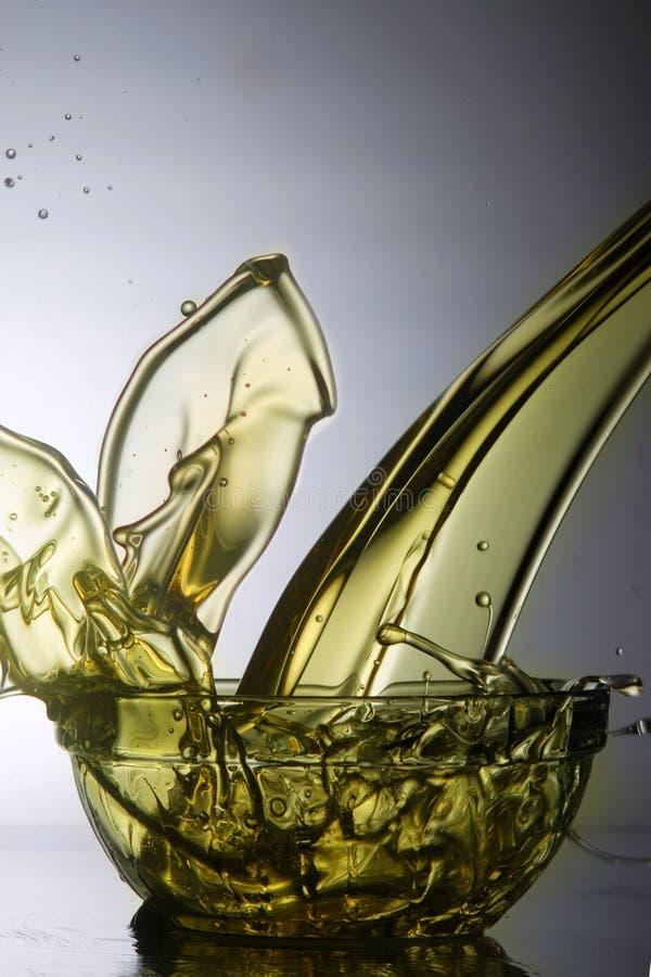 Auslaufendes flüssiges Öl stockfotos
