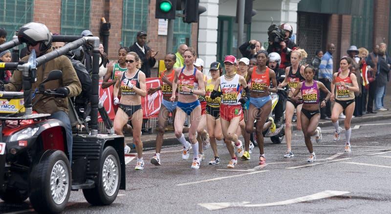 Auslesefrauenathleten an London-Marathon 2010 lizenzfreies stockbild