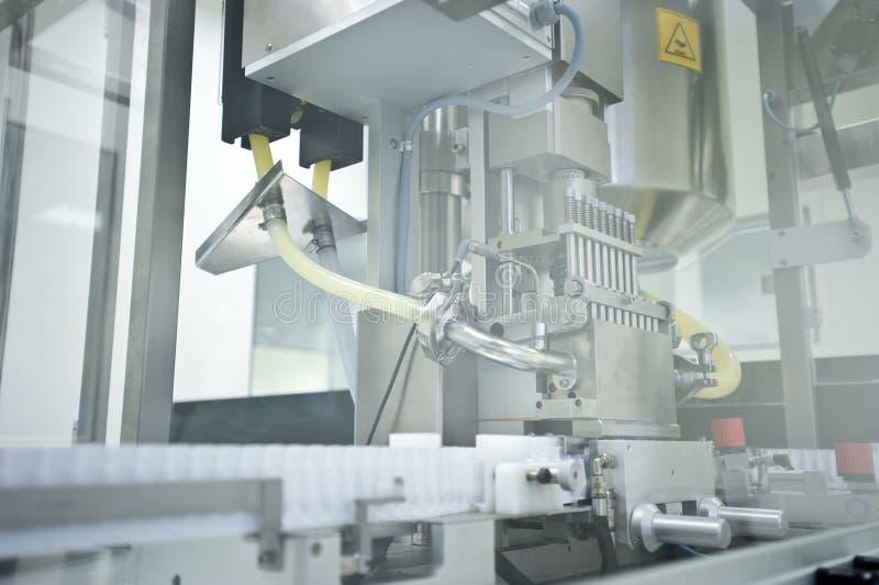 Ausrüstung für Pilleproduktion stockfotografie